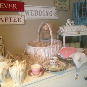 Thrifty Weddings