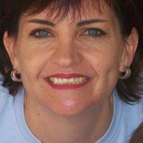 Helga Uys