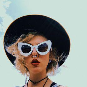 Alexandra Caprice | Art & Inspiration