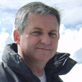 Alejandro J.Román