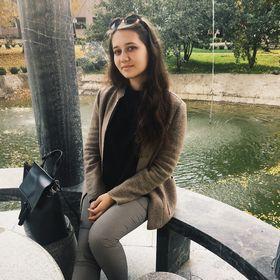 Liza Molodova
