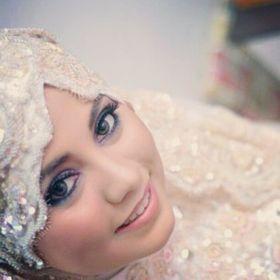 Lovely Syra