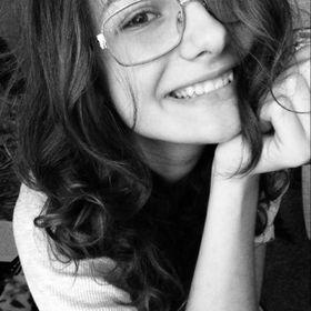 Adriana Cira