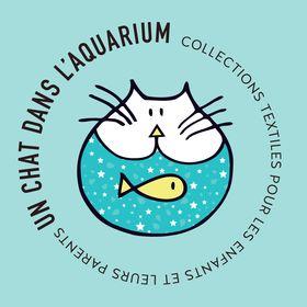 un chat dans l'aquarium