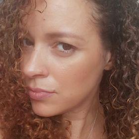 Nina Dos Santos