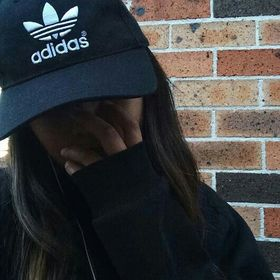 G-Eazy's Tumblr Girl