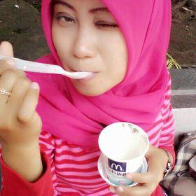Meela Youniar