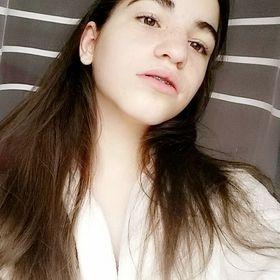 Ariana Momoiu