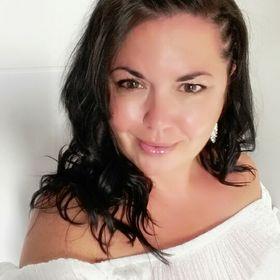 Angela McQueer