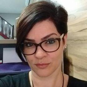 Quezia Carvalho