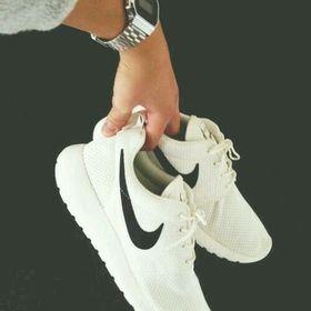 Laura Nike Lover