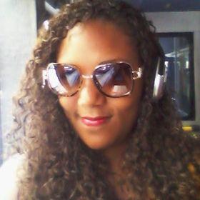Adriele Oliveira