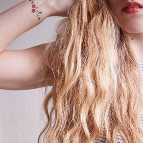 Sous Les Boucles Blondes