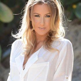 Laura Howard Model
