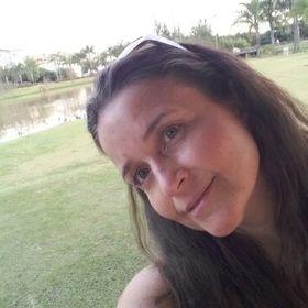 Nadia Barros
