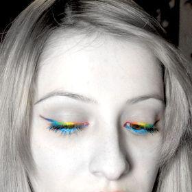 Mavi Ojeli Kız