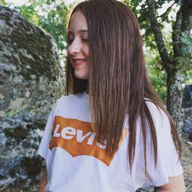 Ines 👩🏻🦰🖤