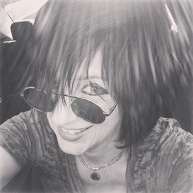 1e0a54e579e39 Michelle Sandlin - Writer   Drummer (michellesandlin) on Pinterest