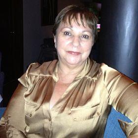 Gloria Builes