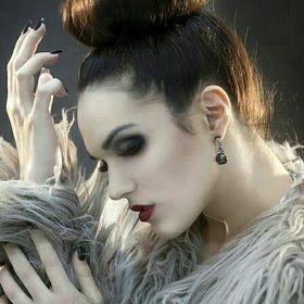 Brunette Swan