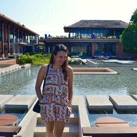 Hello Raya - Travel Blogger