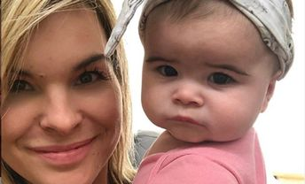 La fille de Kim Rusk a beaucoup grandit et elle est le sosie de sa mère