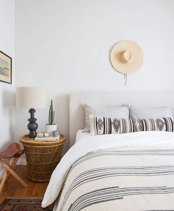 I am real ready for a vacation looking at this southwest inspired bedroom. @thecitizenry