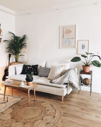A minimalist interior. We love the rug in particular!