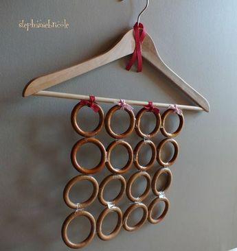 DIY récup : faire un range foulards avec un cintre et des anneaux de rideaux