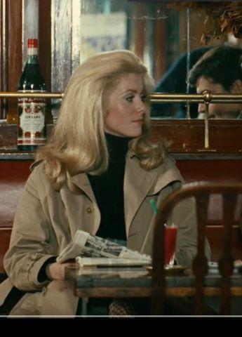 Catherine Deneuve in a Parisian café - La Chamade (1968)