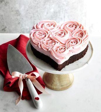 A pretty Valentines cake @williamssonoma