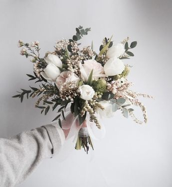 This is such a gorgeous bouquet, which really could be well suited to any season during the year. I really really am itching to get my…