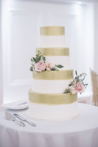 5 Things Your Wedding Cake Maker Wishes You Knew