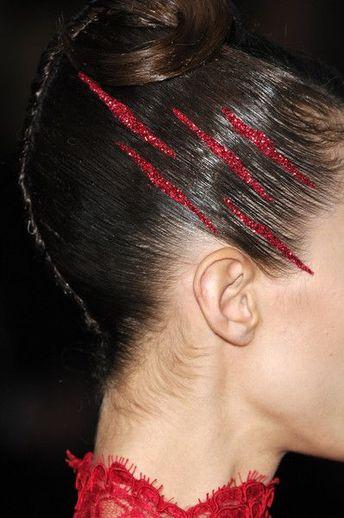 Idealne fryzury na karnawał - tinsel hair i inne pomysły