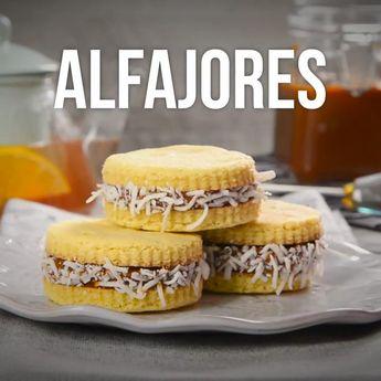 Deliciosas galletas con ralladura de limón rellenas de un espectacular dulce de leche. es perfecto para acompañar con un café.