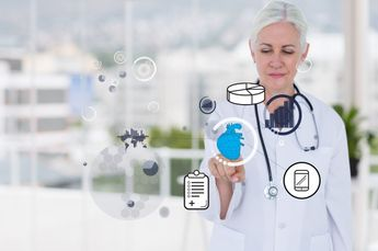 Doctor using a virtual application Free Photo