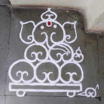 "मेरी संस्कार भारती की रांगोली...... ""गणपती"" #ganpati #lordganesha #rangoli #sanskarbhartirangoli #colorsandart #art #artwork #ganpati2019"