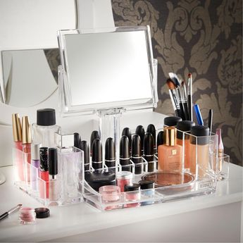 """There are many cosmetic companies marketing mineral makeups by different names, however all versions of mineral makeup have a typical ingredient. They all consist of """"natural"""" minerals."""