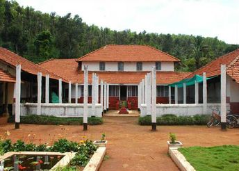 Explore the beauty of Chikmagalur nature and taste the authentic Malnad dishes in Nammane Homestay. Nammane is the best homestay in Chikmagalur to stay and explore Chikmagalur.