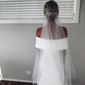 PRETTY BRIDE VEIL HIGHLIGHTS THE CHARM OF THE BRIDE - Page 17 of 46 - Hertsy Wedding
