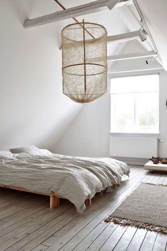 lantligt sovrum på vindsvåning