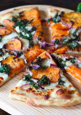 Impress your friends with this healthier pizza option – Sweet Potato Kale Pizza! #healthypizza