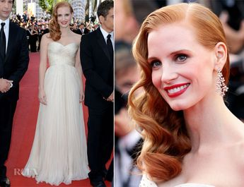 Jesica Chastain in a strapless Giorgio Armani gown. She looks gorgeous. Love the hair and makeup.