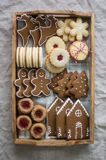 Recipe for gingerbread cookies, which you can use to make a pretty Christmas cookie box!