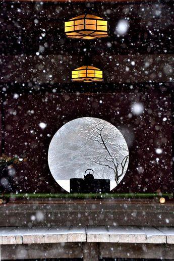 Meigetsu-in, Kamakura, Japan | Miwa Yukio 雪と相まってきれいです。