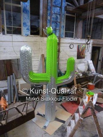 Rohrmasterial vom Bausch Gebrauchtwarenmarkt nhier in neuer Form -Verzinkt und gerade auf dem Weg ein Kunstwerk zu werden, Kaktus Skulptur für ein Restaurant, nachhaltige Metallgestaltung auf golocal.de
