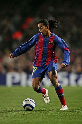 Ronaldinho jugando para Barcelona.