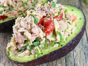 L'avocat farci aux légumes et au thon pour un repas santé et rapide! (Prêt en 5 minutes...)