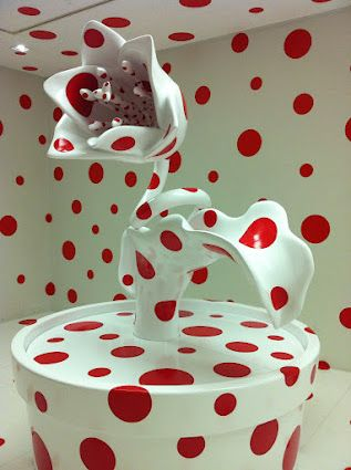 Yayoi Kusama flower white with red dots