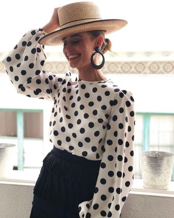 Pipa Porras in José Hidalgo Moda, femininer Look, Outfit feminin, weiblicher Lo... - Sommerkleid mit Hut - #Feminin #femininer #Hidalgo #Hut #jose #mit #Moda #Outfit #Pipa #Porras #Sommerkleid #weiblicher